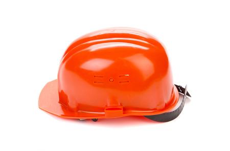 casco rojo: casco rojo sobre fondo blanco en el primer plano
