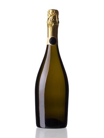 Bottiglia di champagne rosso. Isolato su uno sfondo bianco. Archivio Fotografico