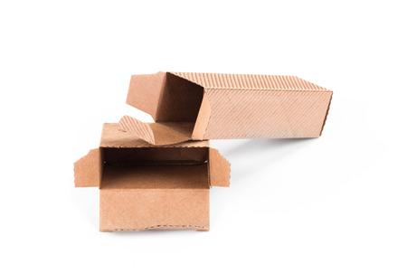 stockpiling: Cajas de cart�n. Aislado en un fondo blanco.