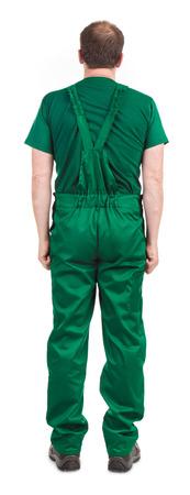 overol: Hombre con un mono verde. Aislado en un fondo blanco.