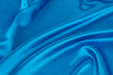 tela seda: Pliegues suaves de textura de seda de tela azul