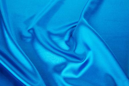 tela seda: Los pliegues de tela de seda azul claro. Todo el fondo.