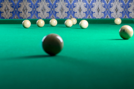 snooker halls: Billiard balls in a pool table in the closeup