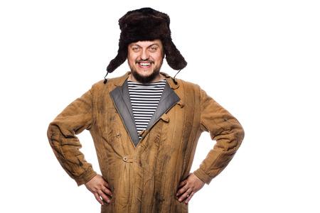 Gelukkig gek russisch man glimlachend. Studio portret geïsoleerd op witte achtergrond