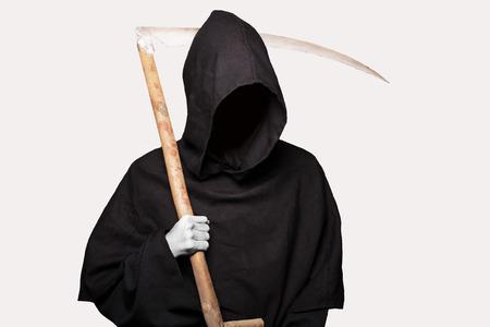 Grim reaper. Studio portret geïsoleerd op witte achtergrond