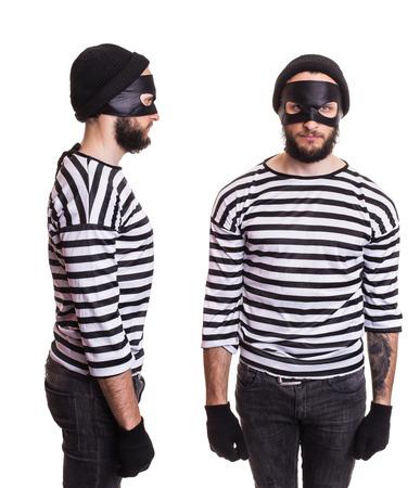 estereotipo: Estereotipo del ladr�n. Retrato aislado en fondo blanco