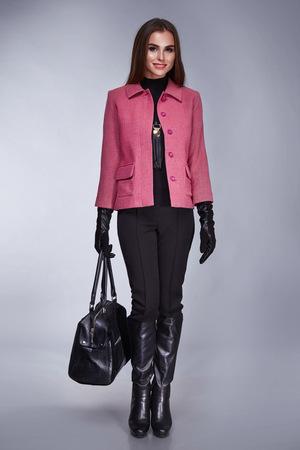 casual kleding product van vrouwen, het bedrijfsleven elegant natuurlijke collectie lente zomer, herfst sexy mooi meisje, gekleed in stijlvolle mode trend merkkleding slanke lange haar jasje broek hemd accessoire