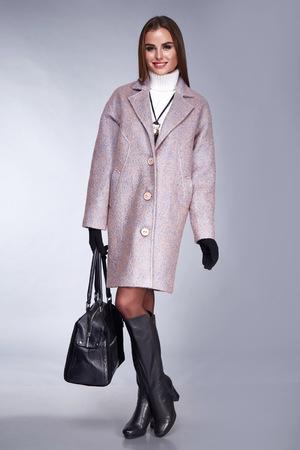 172a4a886109 Belleza Elegante Dama De Lana Capa Colección Otoño Y Zapatos Negros De  Espuma Ropa De Negocios ...