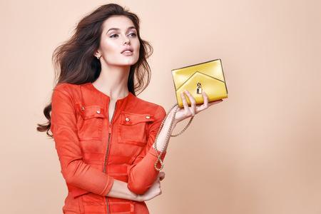 セクシーなグラマー美人摩耗短いセクシーなファッション スタイル ドレス パーティー スタイル服日付保持小さなゴールドのクラッチ バッグ完璧な