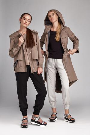 Glamour Mode-Stil Katalog Lässige Kleidung Für Business-Frau ...