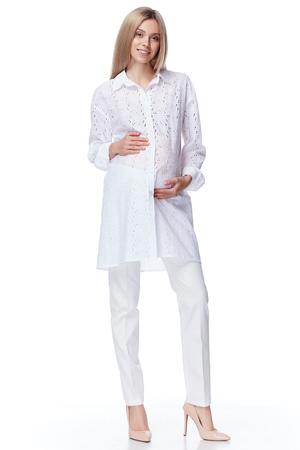 エレガントな妊娠中の女性を美しいブロンドの髪摩耗スタイル ファッション ブラウス パンツ母妊娠ホワイト バック グラウンド コレクション ヒー