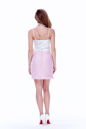 Sexy brunette vrouw skinny zakelijke stijl zijden blouse rok perfecte lichaamsvorm dieet drukke glamour dame casual stijl secretaresse diplomatieke protocol kantoor uniform stewardess air hostess etiquette pak.