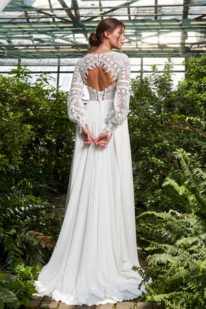 Beautiful woman bride fashion model brunette hair bright makeup pretty wear long silk white dress with lace bridal ceremony wedding espousal in blooming romance garden party marriage happy big day. 版權商用圖片 - 159922564