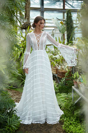 Beautiful woman bride fashion model brunette hair bright makeup pretty wear long silk white dress with lace bridal ceremony wedding espousal in blooming romance garden party marriage happy big day. 版權商用圖片 - 159922568