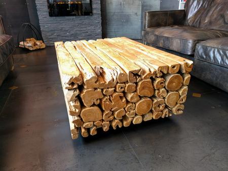 Log Tafel In De Woonkamer Royalty-Vrije Foto, Plaatjes, Beelden En ...