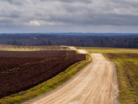 Rural gravel road in autumn Banque d'images