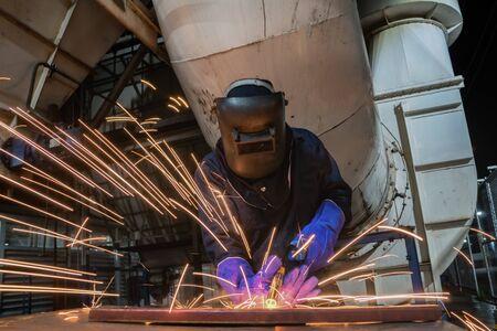 welderis welding assembly car parts in factory
