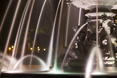 fontaine: Fontaine de Tourny in Quebec City, Canada at night