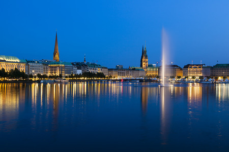 rathaus: The famous Binnenalster lake with its fountain in Hamburg, Germany at night Stock Photo