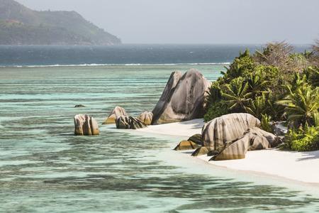 pristine coral reef: Alta vista della famosa Anse Source D