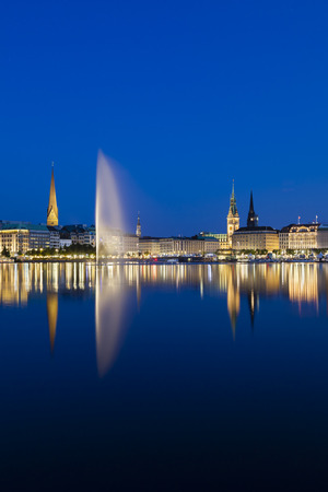 townhall: The famous Binnenalster lake with its fountain in Hamburg, Germany at night Stock Photo