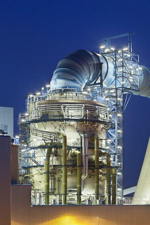 中モダンな褐炭の発電所に脱硫装置。