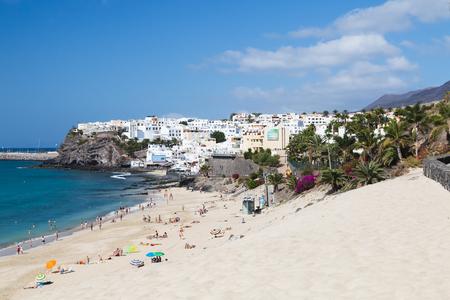 ハンディア ビーチの背後にある、2013 年 10 月 20 日、フェルテベントゥラ島、スペインでフェルテベントゥラ島 - 10 月 20 日: モロな宿泊施設 報道画像