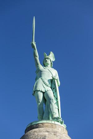 ドイツのデトモルトに近いトイトブルクの有名な Hermannsdenkmal 写真素材