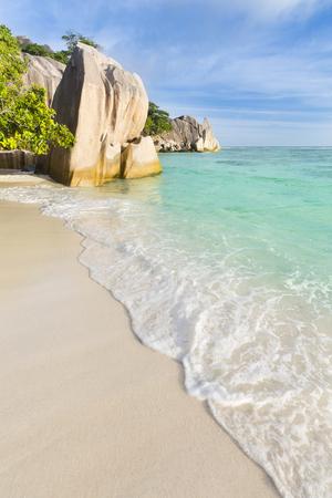 la digue: Perfect white beach Anse Source DArgent in La Digue, Seychelles with scenic granite rocks
