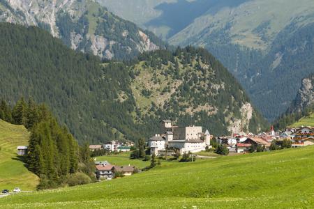 Castle Naudersberg in the village Nauders, Austria in summer Standard-Bild