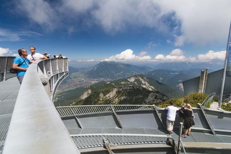 alpen: GARMISCH - JULY 07: Some tourists on the Alpspix Observation Platform on the Osterfelder Kopf in Garmisch-Partenkirchen, Germany on July 07, 2016.