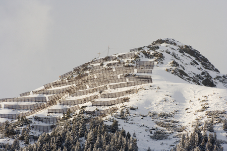 alpen: Avalanche protection construction on top of a mountain in winter.