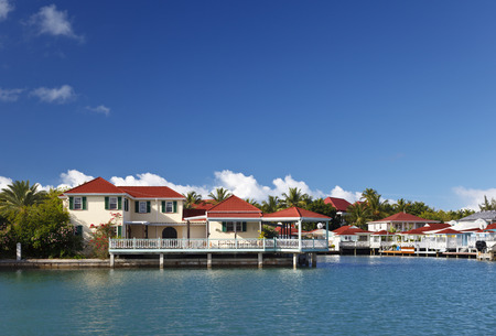 Seaside Villas near Jolly Harbour in Antigua. Standard-Bild