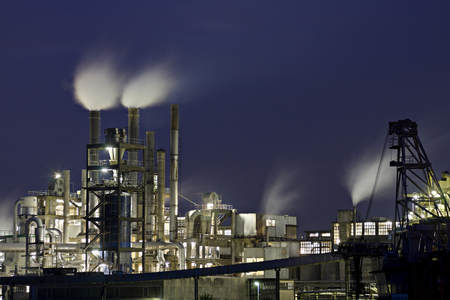 Part of a chemical plant at night. 에디토리얼