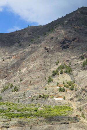 View to the steep walls of the entrance canyon to the Caldera de Taburiente in La Palma, Spain. Imagens