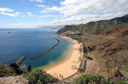 Overview over the famous Playa de las Teresitas in Tenerife, Spain. 版權商用圖片 - 132126423