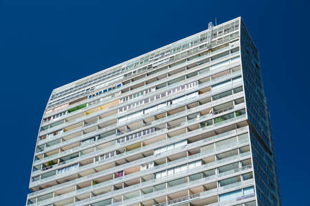 View of an appartment skyscraper in the Donau City in Vienna, Austria. Standard-Bild - 149318823