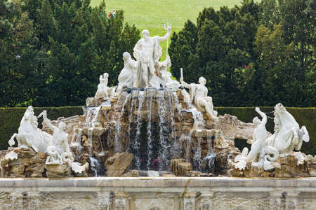 View to the large neptune fountain with statues in the Schoenbrunn Palace park in Vienna, Austria. Standard-Bild - 149318831