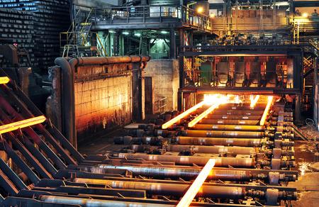 Productie van staal in een staalfabriek - productie in de zware industrie