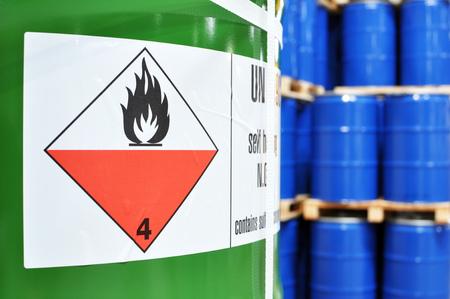 opslag van vaten in een chemische fabriek - logistiek en verzending Stockfoto