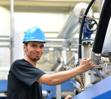 operator repairs a machine in an industrial plant with tools - pneumatics and hydraulics Banco de Imagens - 92818061