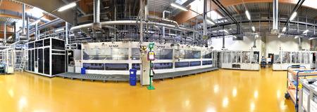 High-Tech-Fabrik - Herstellung von Solarzellen - Maschinen und Innenräume
