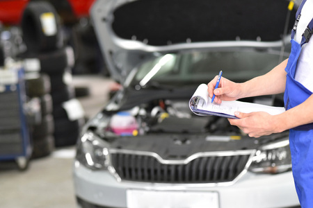 mechanic inspects the technology of a vehicle for function and safety Imagens
