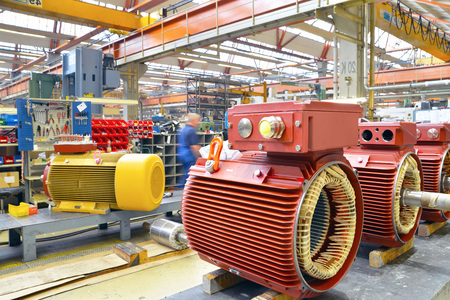 manufacture of modern electric motors in an industrial company - construction and assembly workers Reklamní fotografie - 105745012