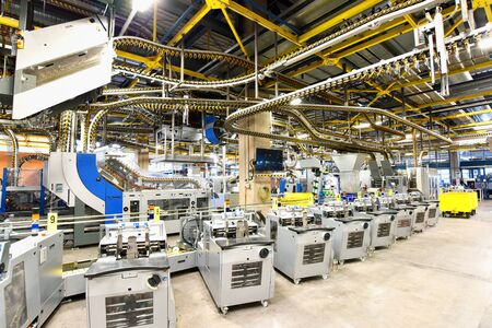 modern machines for transportation in a large print shop for production of newspapers & magazines Stockfoto