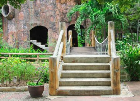 elevated walkway: Walkway