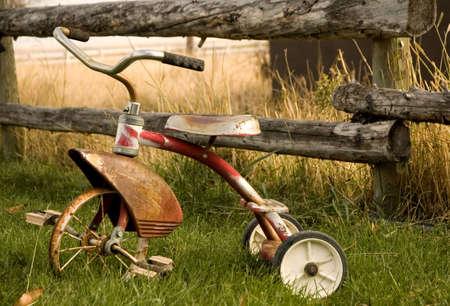 rust red: Anticuarios triciclo  Foto de archivo
