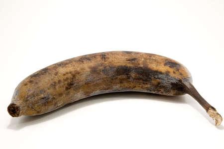 Geïsoleerd dan rijp zwart bevroren bananen - goed voor bananen brood. Stockfoto