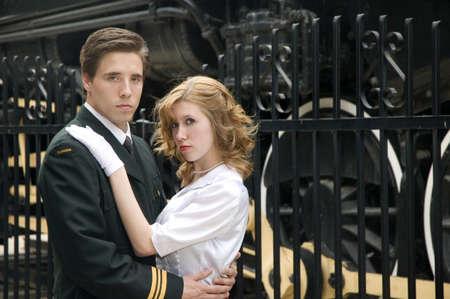 World War 2 Canadese soldaat omarmen oorlog zijn bruid.