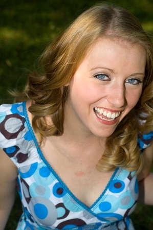 Attraktive junge Frau in einem Kleid Polka Dot. Standard-Bild - 1449212